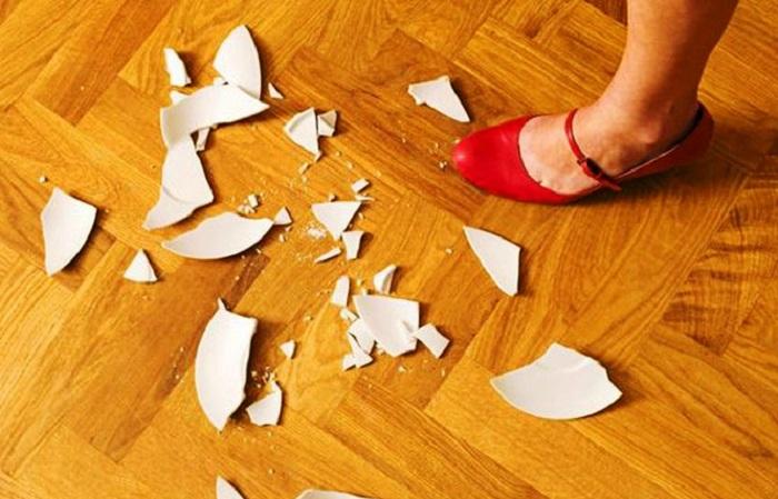Gương vỡ, bát đĩa vỡ, bạn cần làm ngay những việc sau